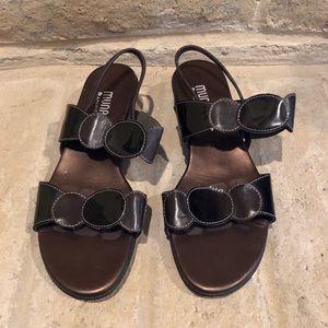 SH090 Munro American brown sandals 8.5